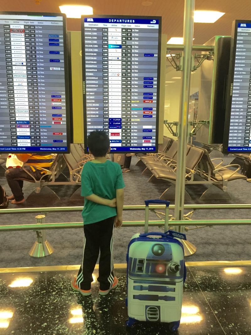 r2d2 suitcase airport